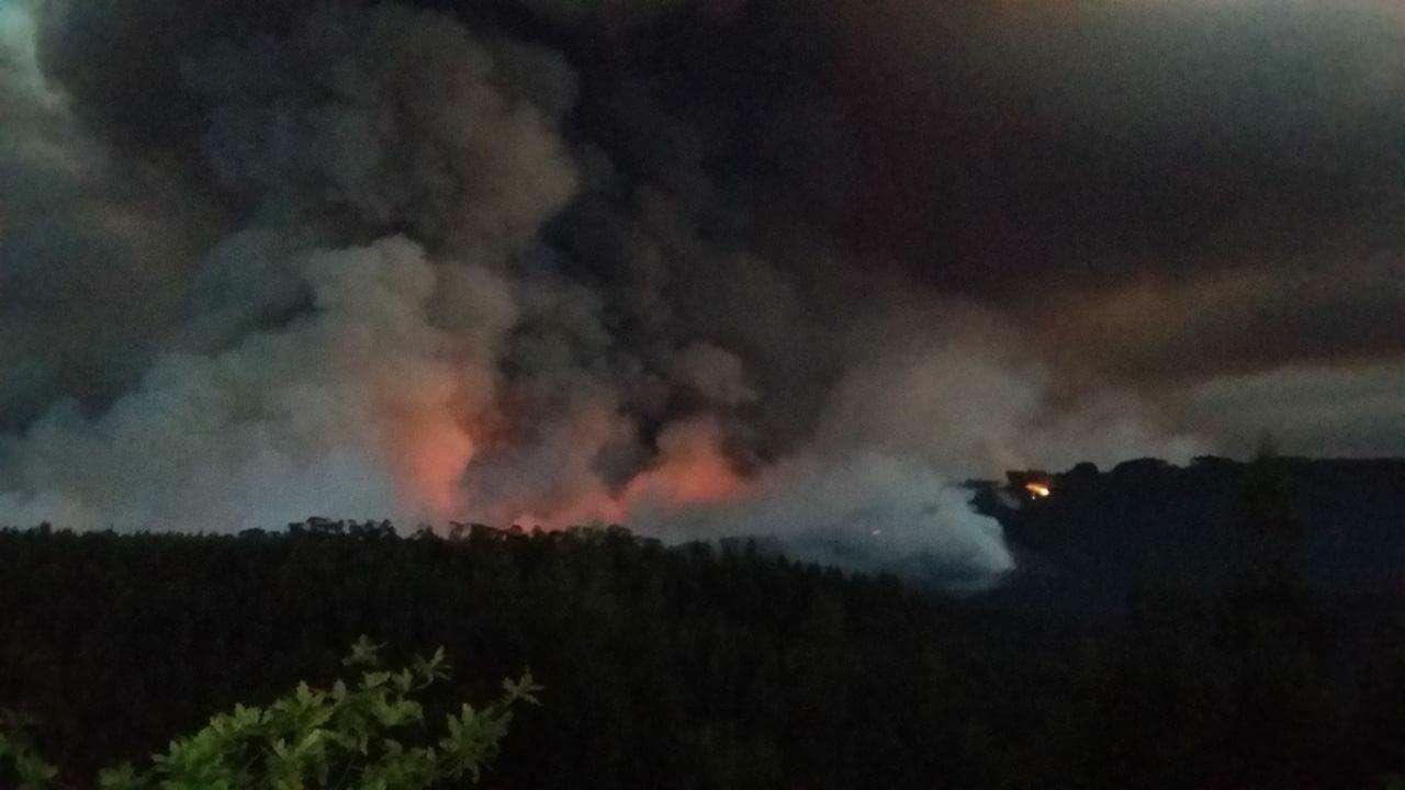 Incêndio de Mortágua (fotografia de Anabela Pais) https://t.co/B6JNmeK0ns