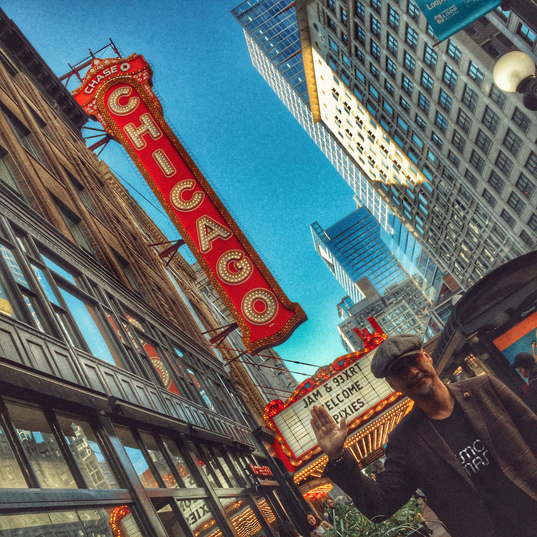 Great to be back in Chi town @ChicagoTheatre https://t.co/CSPsmeRaXT