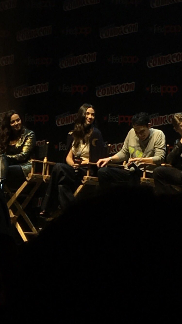 @CrystalmReed she looks so flawless today ❤️ #NYCC #NYCC2017 https://t.co/sBxHA3qTnI