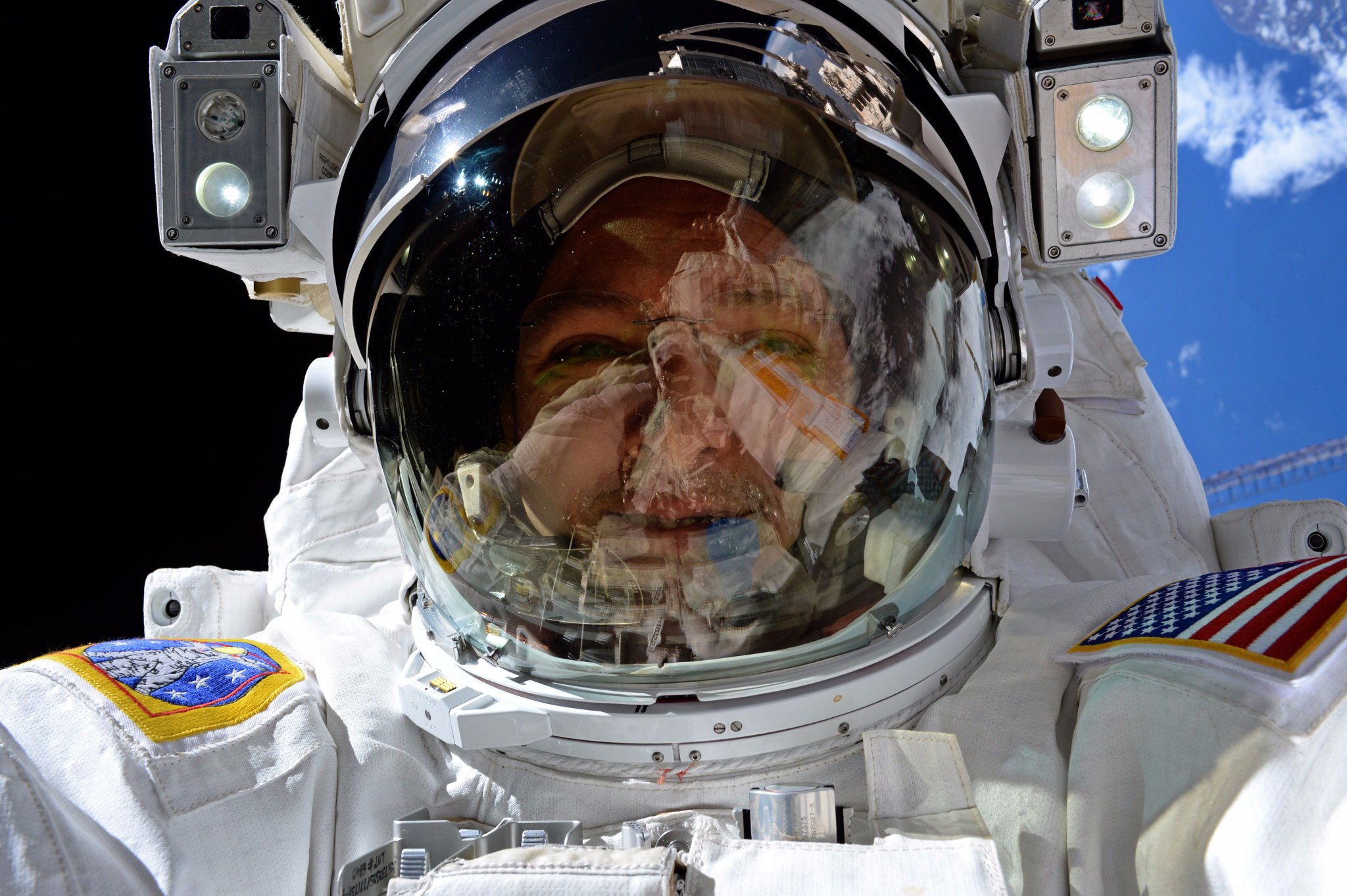 #Spacewalk selfie on this #SelfieSunday . A day at the office doesn't get any better than this! https://t.co/owd9rKX3un