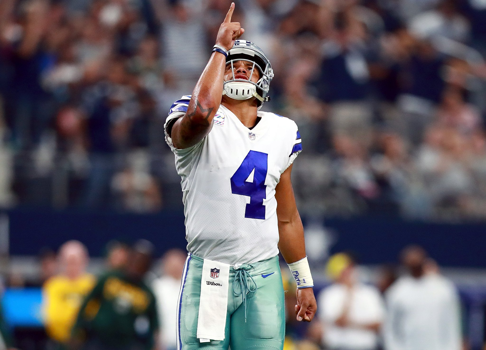 Dak is ballin'   18/23 187 yards 3 TD https://t.co/9ptqKSLsix