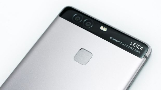 Explainer: why your smartphone now comes with a dual lens