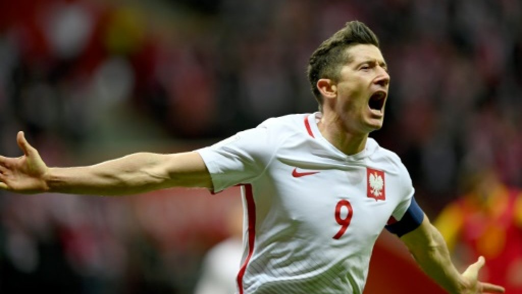 Poland head to World Cup, agony for Scotland