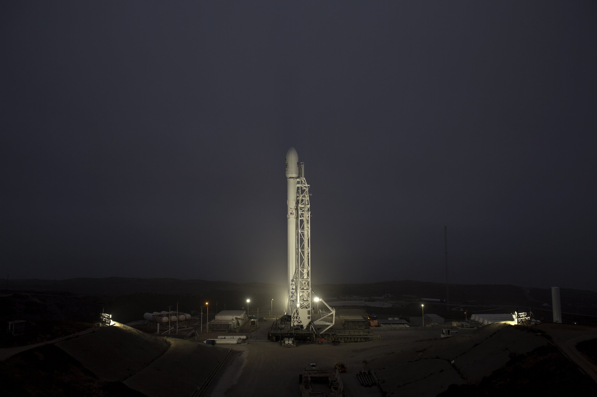 Watch SpaceX launch its Iridium-3 Falcon 9 mission live right here https://t.co/tTVEiO739D by @etherington https://t.co/KoaKIlMKlI