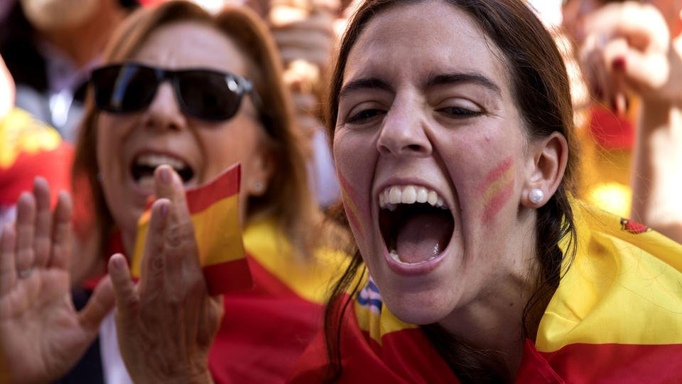 Spain warns it will act if Catalonia declares independence