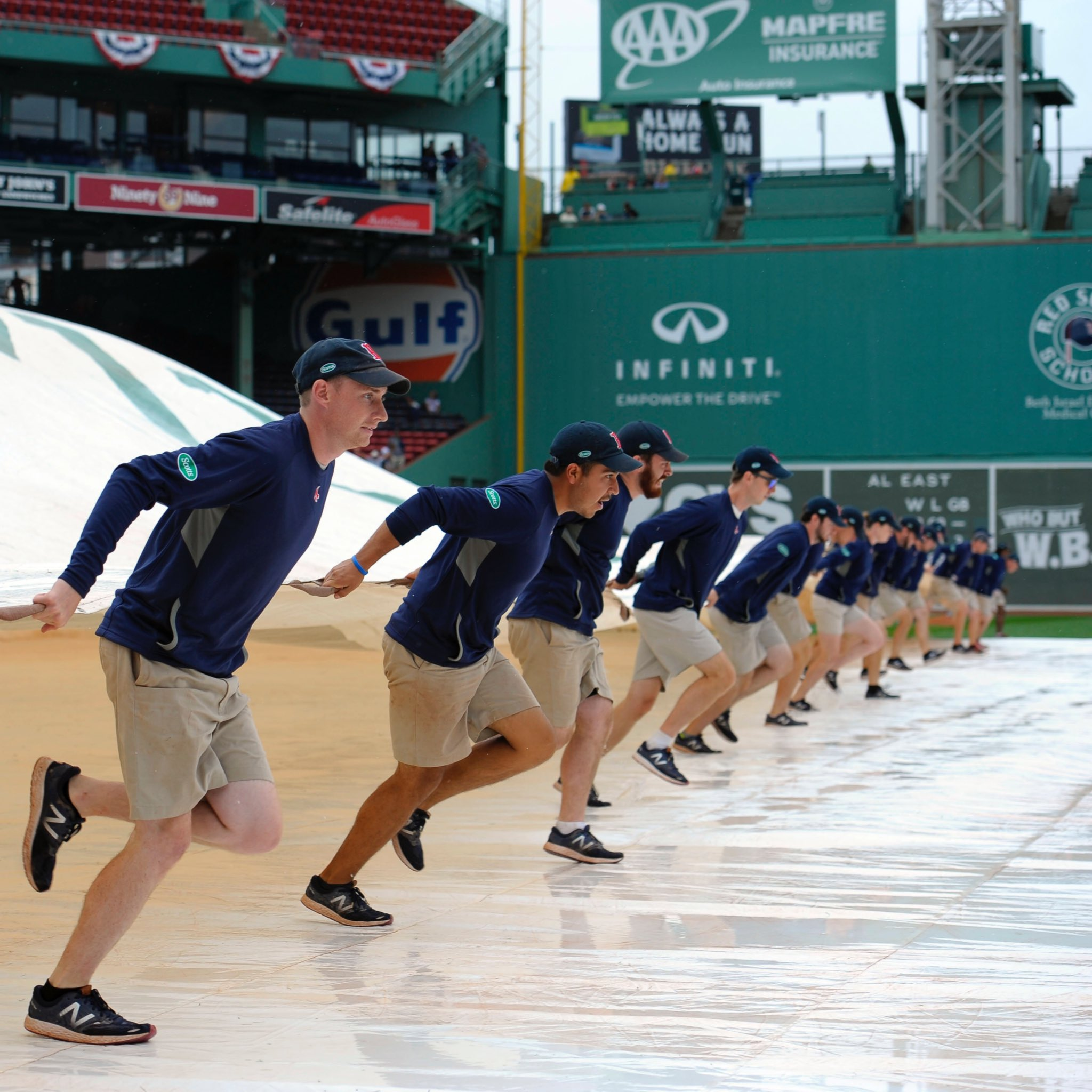 Tarp-free and playing at 1:08 ET!   �� @fenwaypark  �� @MLBONFOX  �� @WEEI, WCEC, @ESPNRadio https://t.co/NgoLL69pCQ