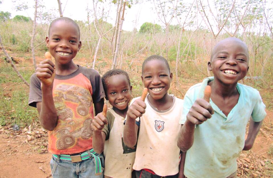 Thumbs up from these little ones in #Mozambique.  #foreverychild, something to smile about. https://t.co/mIOI9vYFeW