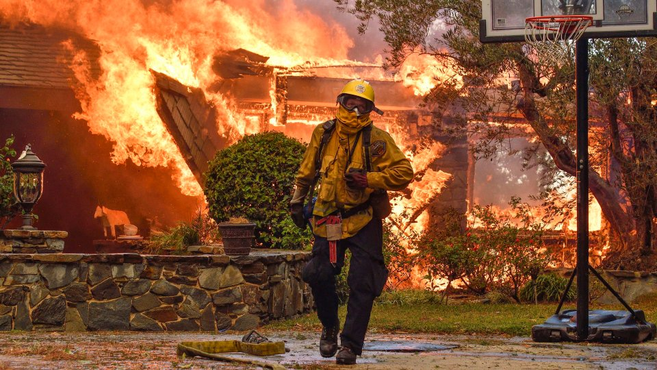 California wildfires: Death toll rises to 10