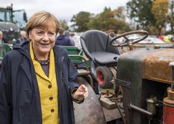 Germany's Merkel agrees to 200,000 yearly limit on asylum-seekers