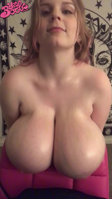Introducing Cassie! https://t.co/vf8XySJmRG  #cassie0pia #camgirl #bigboobs #boobs #busty #curvy #model