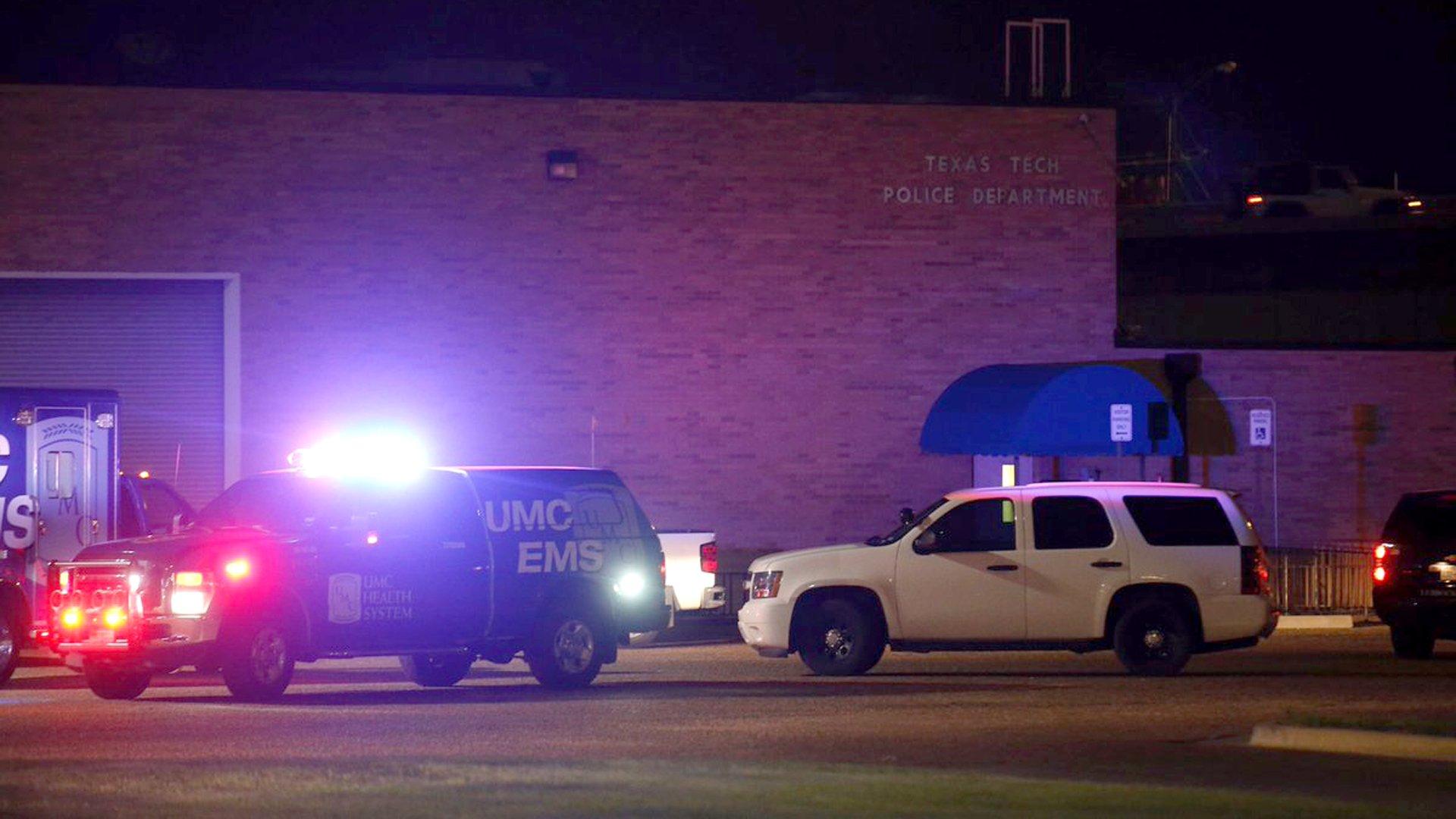 Un policía fue asesinado por un estudiante en la Universidad Texas Tech https://t.co/rbYK8cpBmB https://t.co/SCDskx5Yeq