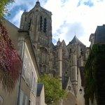 Arrivés à Bourges, très belle cathédrale gothique, beau palais Jacques Coeur. A nous le Berry!