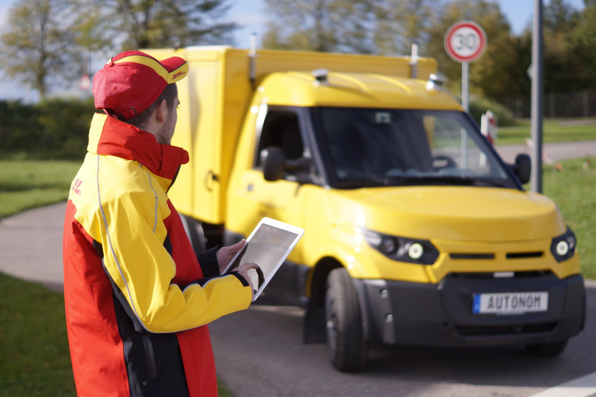 Deutsche Post DHL to deploy self-driving delivery trucks by 2019 https://t.co/vFMQ4KMywR by @etherington https://t.co/CaXeS3uybR