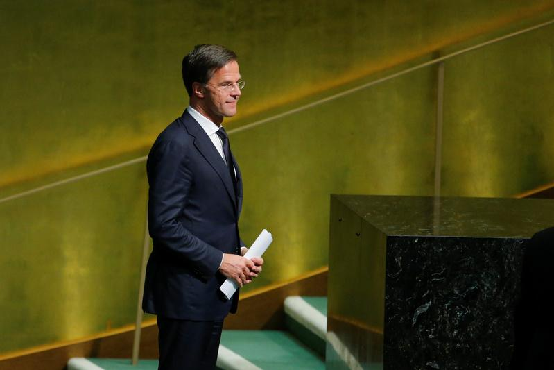 In rightward shift, Dutch PM seals new government pact