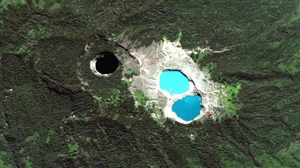 RT NaturelsWeird The tricoloured crater lakes of K