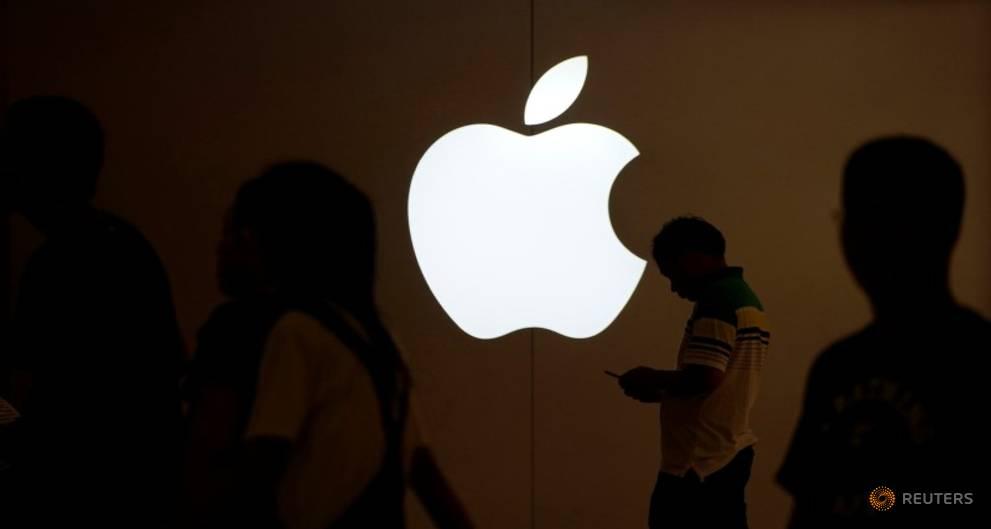 US top court asks Justice Dept. for views in Apple antitrust case