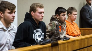 5 teens denied bond in deadly highway rock-throwing case