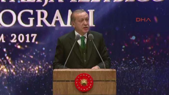 Cumhurbaşkanı Erdoğan Aliya İzzetbegoviç'i anma toplantısında konuştu https://t.co/9eYGp1BjhI https://t.co/IeFbzKfZj5