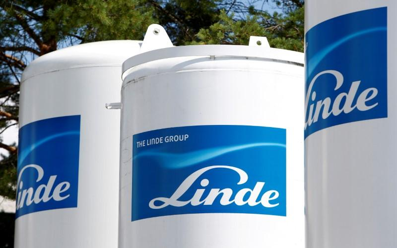 Germany's Linde cuts threshold for $80 billion Praxair deal