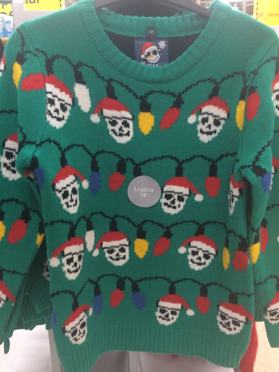 Are these skulls 💀 or snowmen ⛄️ on this child's #Christmas jumper @Tesco ? This is just a bit #creepy 😱😱😱 https://t.co/8QyMIJwFBJ