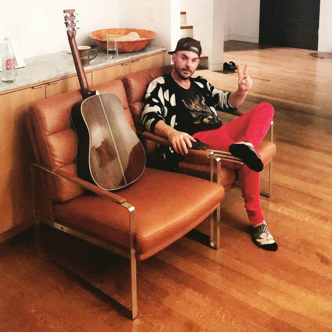 RT @ShannonLeto: Finishing up some new songs ✌️ https://t.co/7nlReLuv8v https://t.co/pC3dN3gbIM