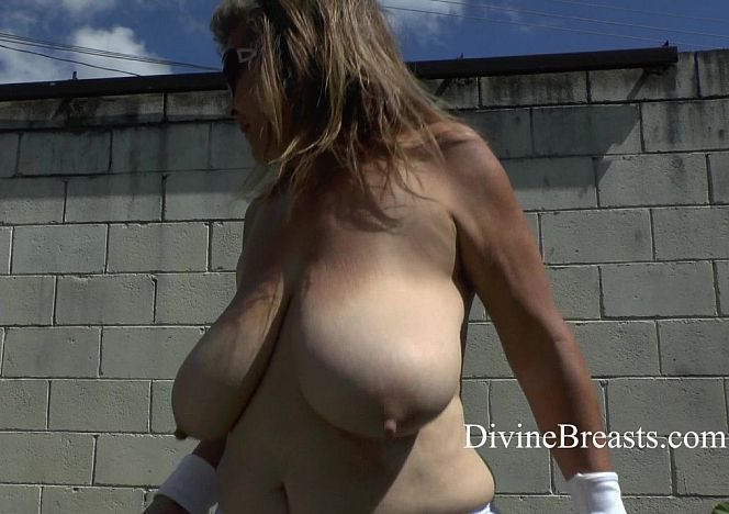 Alla Bouncing Tits Outside see more at https://t.co/lJDLPtQy6o https://t.co/dCR1k9HwSc
