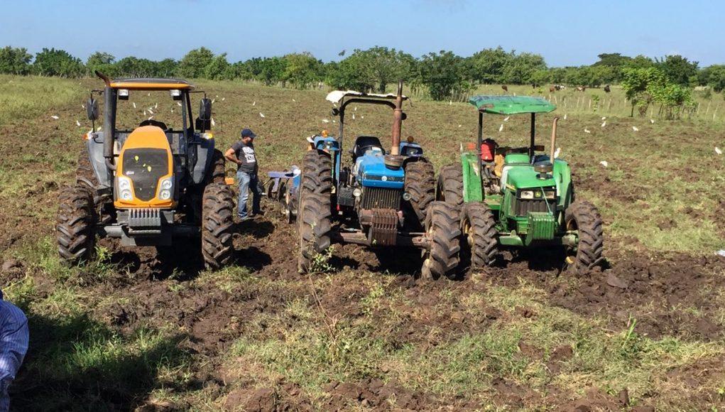 Agricultura inicia operativo gratuito de preparación de tierras enDajabón. https://t.co/sncAa8yWZt https://t.co/p4yiZe9sri