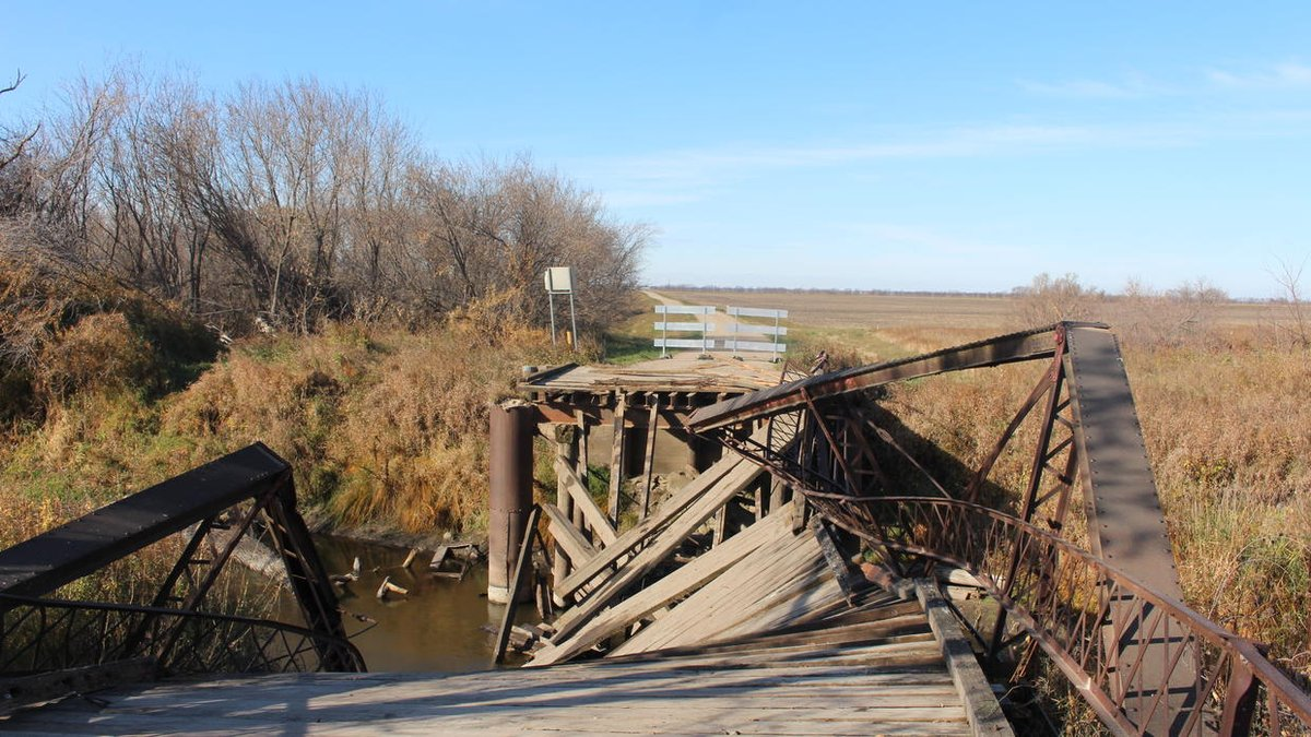 Semi that destroyed ND bridge was overweight, but repairing old structures still 'a huge concern,' highway head says https://t.co/9vOD5xuOa2 https://t.co/AnyUXKRazm