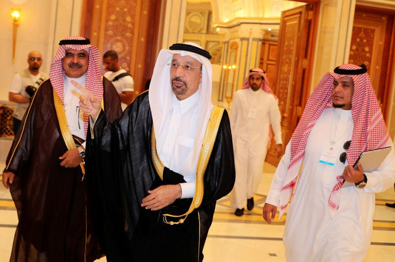 Saudi determined to end oil glut, sees smooth exit for OPEC pact