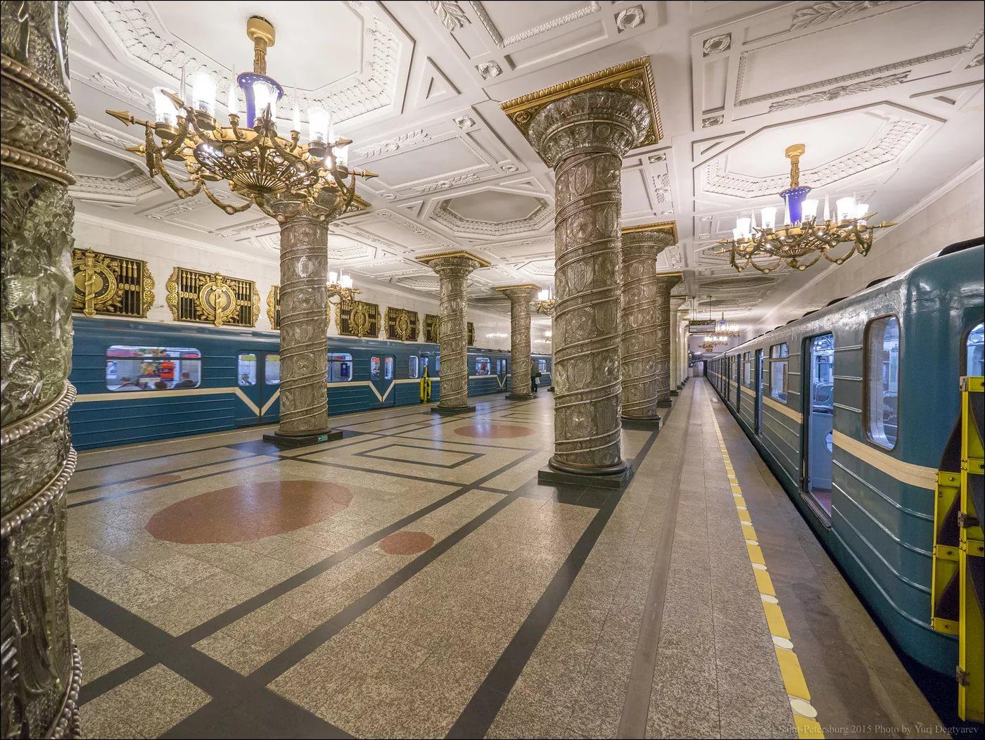Esta es una pequeña muestra de estaciones del metro en San Petersburgo y Moscú, perfecta conjunción de arte y funcionalidad. https://t.co/DclN9jOAtO