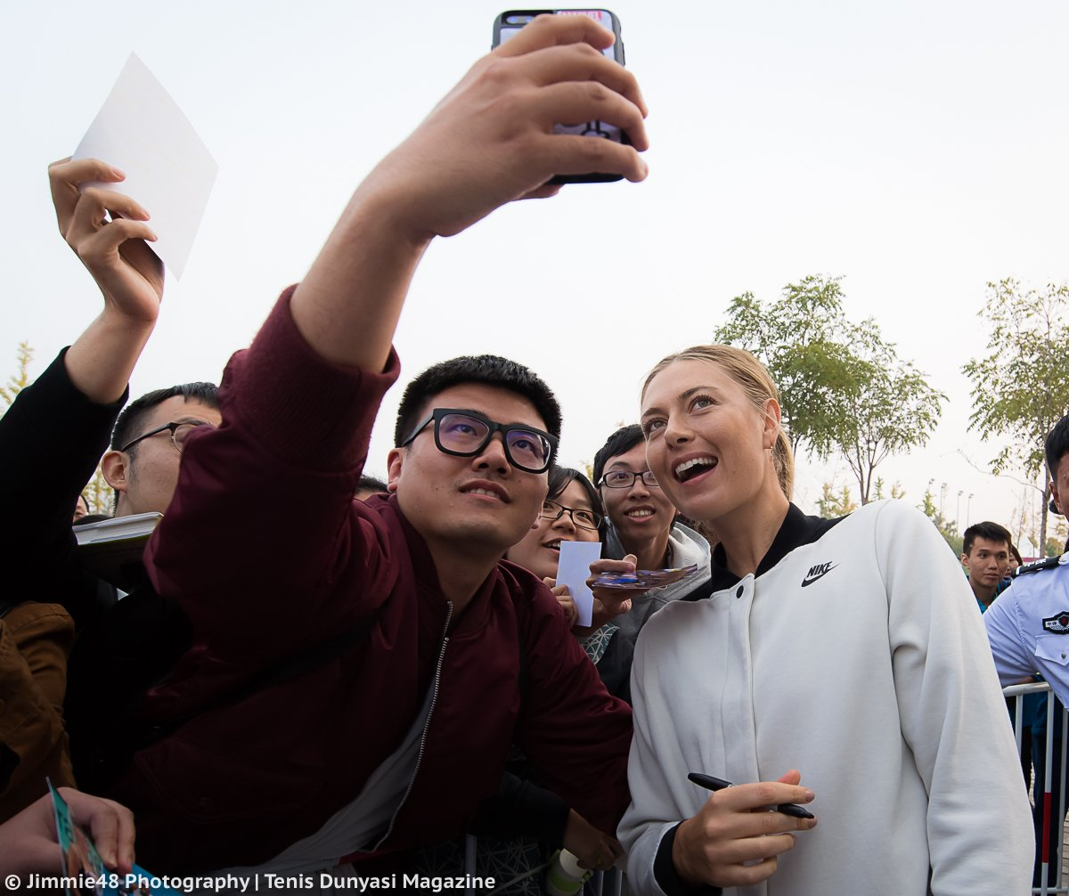 RT @JJlovesTennis: Happy Maria, happy #SharaFamilyChina. Selfie time after today's @TianjinOpen QF win https://t.co/A7KCmFPBmk