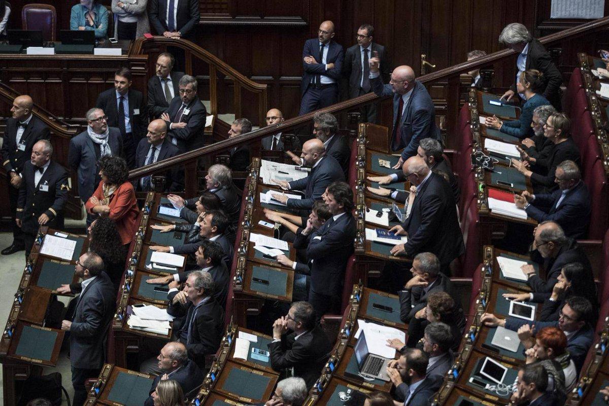 RT @marcotravaglio: MENTI E FOTTI #FattoQuotidiano #13ottobre #Rosatellum https://t.co/UKCjIkVFCO https://t.co/QfaNF1VmsZ