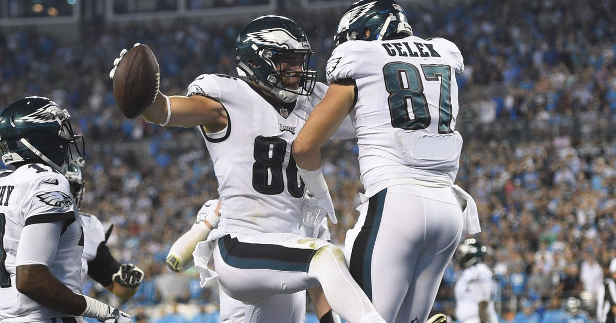 Carson Wentz still growing, but QB shows he can carry Eagles https://t.co/H1MdWU7iQO https://t.co/JZxWLVylwd