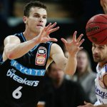 DJ Newbill leads Breakers to last-gasp win over Sydney Kings