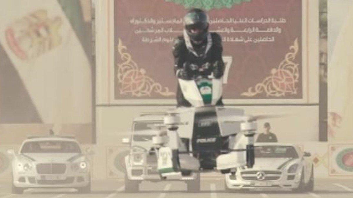 Dubai police on 'hoverbikes' https://t.co/3wBmB9Ddqe Via @ReutersTV https://t.co/A1GvSObV3g