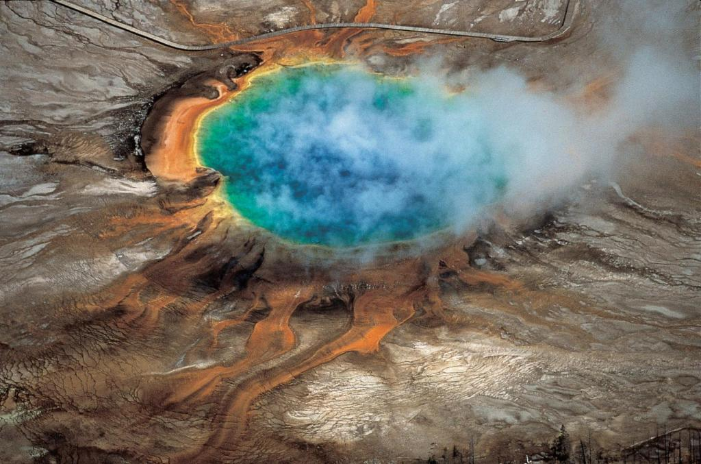 Does a 'supervolcano' under Yellowstone National Park have planet-killing potential? https://t.co/hflVrqxe2U https://t.co/lalcbcbTVh