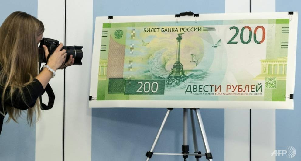 Ukraine bans Russian banknote with Crimea image