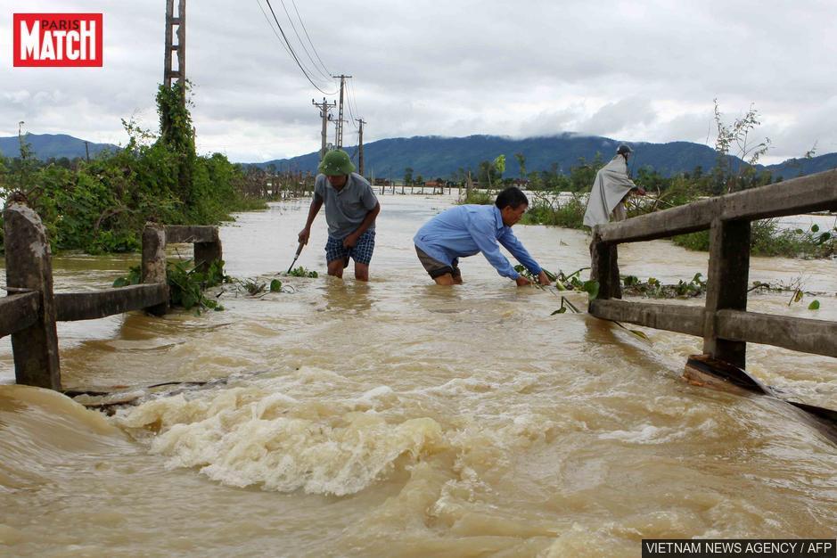 Inondations au Vietnam: le bilan monte à 54 morts et 39 disparus https://t.co/7hcWajukP1 https://t.co/s1PJDFmYfj