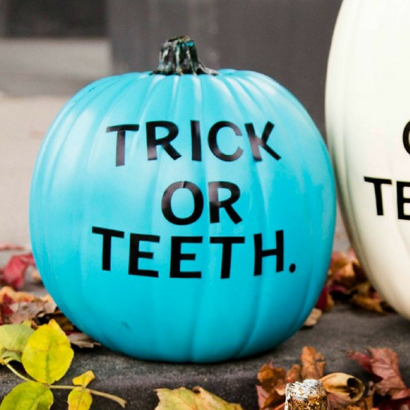 "Which is your favorite dental ""punkin?"" All it takes to create this #Fall #DIY decor project for your office are pumpkins, stickers...and a sense of humor! 😉🎃 More ideas here: https://t.co/MSxZy3SnhC https://t.co/69o9AbCTa5"