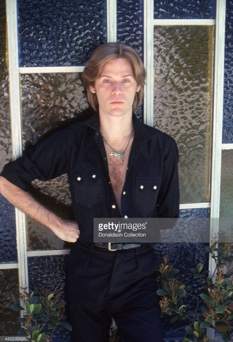 Happy birthday Daryl Hall who was my first love.... (    )
