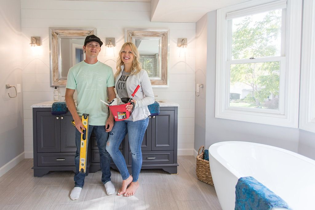 Full tutorial on how to create a shiplap wall in your space. https://t.co/aiRm4co42X https://t.co/3GbINu7dID