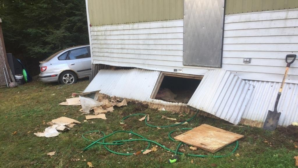 Explosion at mobile home in Milton injures resident
