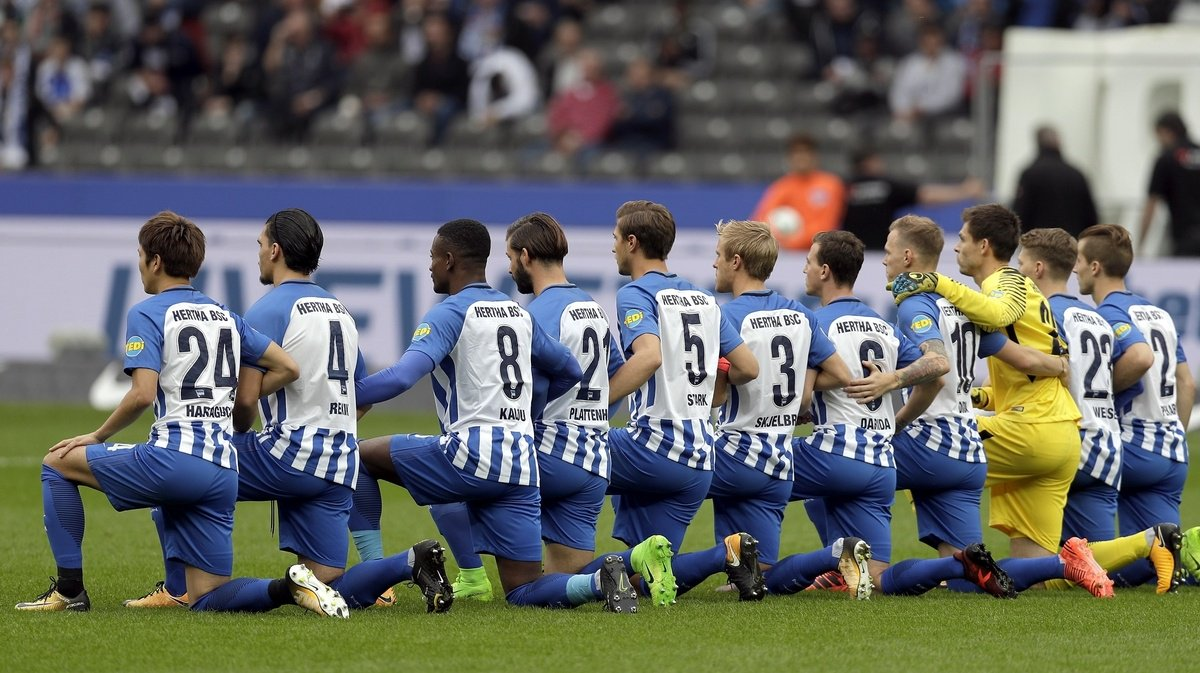 German soccer team 'takes a knee' before match