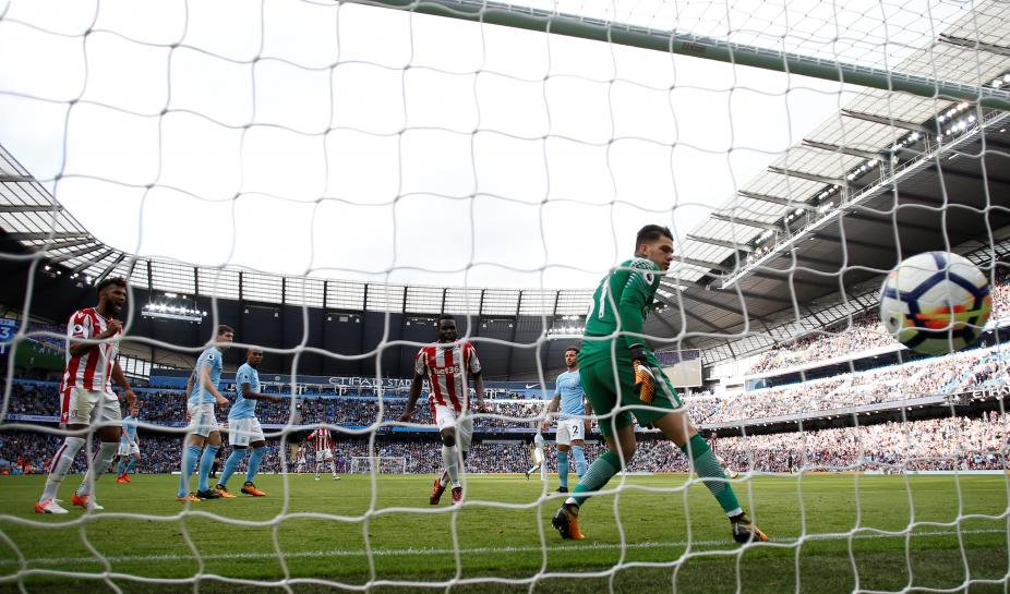 Man City dazzle after Liverpool-United bore draw