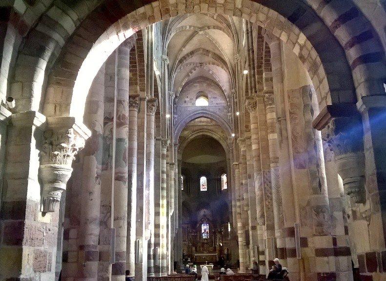 Basilique Saint Julien à Brioude: Magnifique architecture romane du XIe siècle