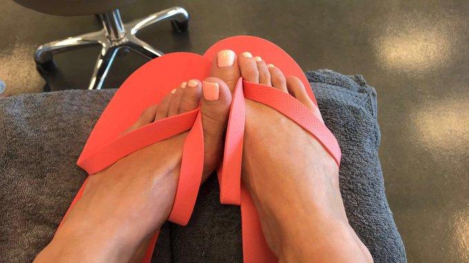 Show feet bb https://t.co/G1NBCALQjw