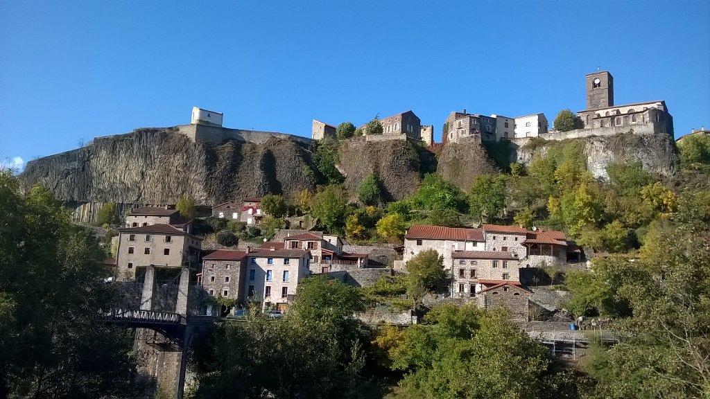 Petite leçon de géologie à Chilhac: Très beaux orgues basaltiques
