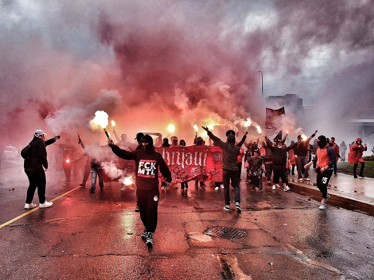 RT @EmanueleGarau: .@torontofc Supporters marching to the stadium #TFCLive https://t.co/v82Ah7LLX1