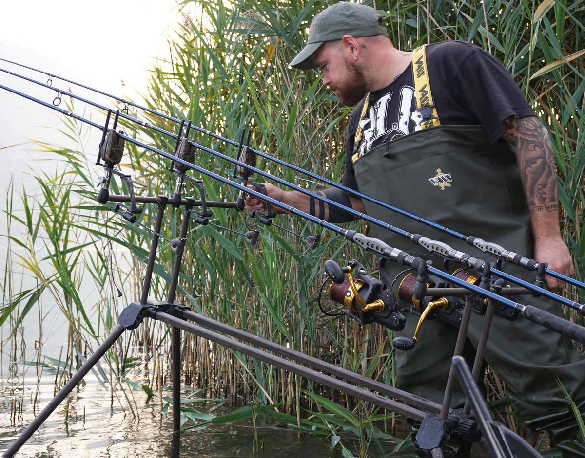 Set up and <b>Ready</b> to go, and wishing it was the weekend again! #vass #carpfishing #italy #vass