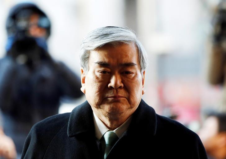 South Korea police seek arrest warrant for Hanjin Group chief